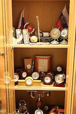 Настольные часы с логотипом в компании АТИС-студия